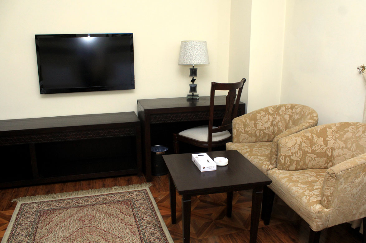 Deluxe-Rooms-Accommodation-Business-Hotel-Ramada-Islamabad
