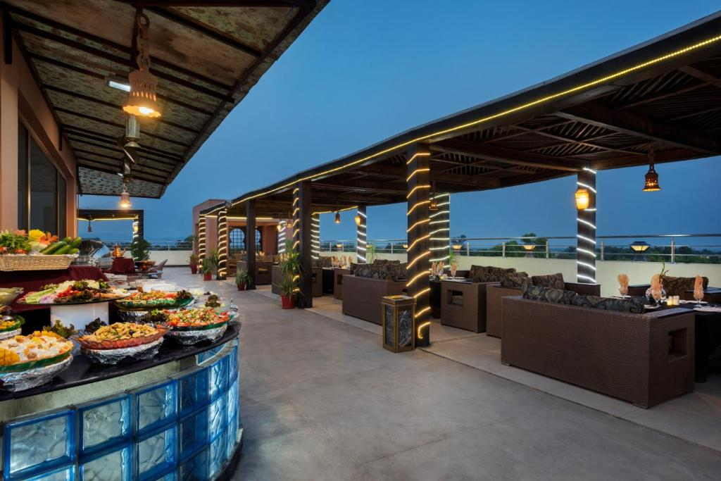 Rooftop-Barbeque-Ramada-islamabad-1